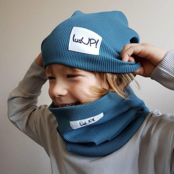 dziecko w komplecie zimowym czapce z kominem