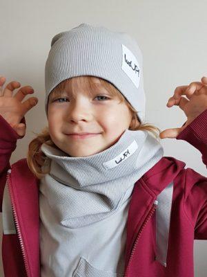 chłopiec w szarej czapce z kominem unisex