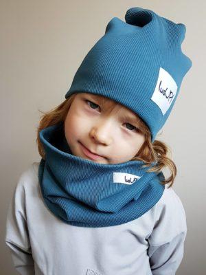 chłopiec w czapce z kominem w kolorze blue stone